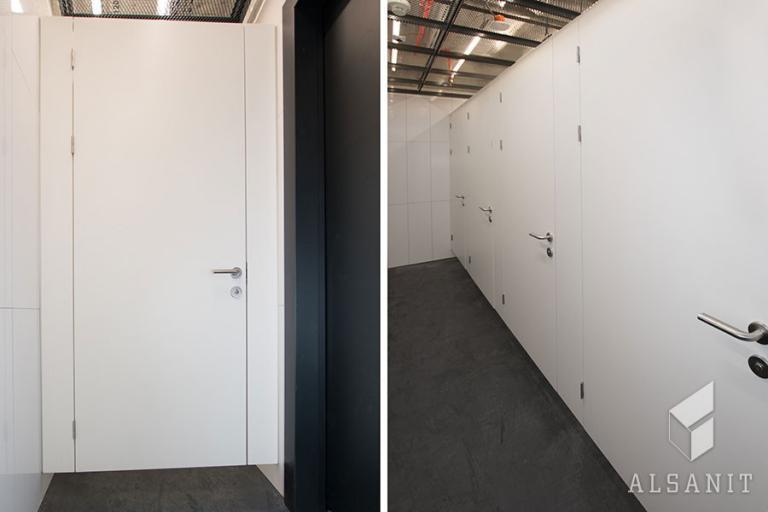 kabiny WC  bez widocznych nóg