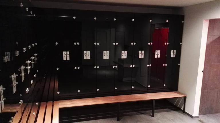 szafy-ze szklanymi drzwiami